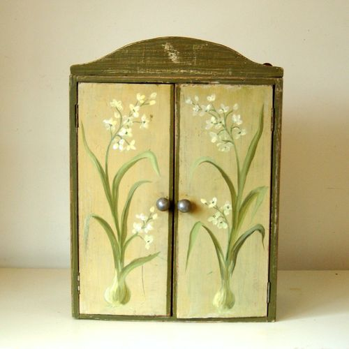 Incroyable Antique Primitive Herb Garden Hanging Wall Cabinet Cupboard With Flowering  Bulb Painted Finish